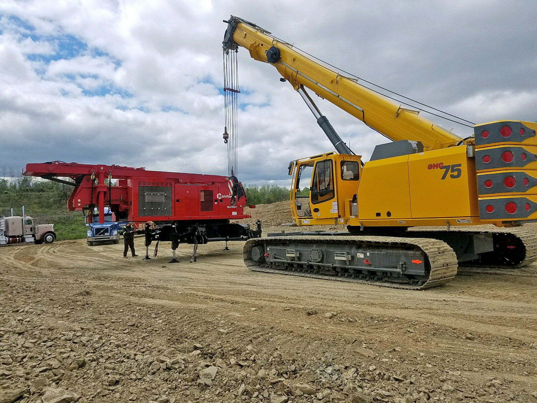 http://clients.se10.com/Manitowoc/Press-Release/2017/NA/December/GHC75/Contractors-use-Grove-GHC75-to-assemble-Manitowoc-crawler-on-tough-terrain-1.jpg